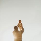 CONGÉ PATERNITÉ  Ça y est, le congé paternité est porté à 28 jours. On se réjouit, les mamans ont besoin de vous.  Photo @ghania_iratni