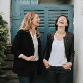 JOURNÉE MONDIALE DU RIRE  Ici on rit beaucoup, ça fait du bien, cela permet d'extérioriser, de dédramatiser, démystifier, dépassionner. Rire libère des endorphines, l'une des 4 hormones du bonheur. Et le rire est communicatif, il procure du plaisir et en donne. Faire rire fait travailler sa créativité, fait prendre du recul, fait vider son sac. Bref ici c'est une thérapie permanente. Et vous, riez vous suffisamment souvent? Avec qui adorez-vous rire?  Photo @candiceheninparis
