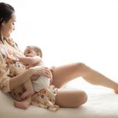ALLAITEMENT  C'est la semaine mondiale de l'allaitement maternel. Vous êtes enceinte et vous vous posez la question de l'allaitement? Parlez-en à votre sage-femme dans le cadre de votre projet de naissance. Si vous allaitez et que vous éprouvez des difficultés, ne culpabilisez pas, cela peut arriver, parlez-en également à votre sage-femme ou contactez une conseillère en lactation, et retrouvez nos conseils dans notre article sur notre site (lien en bio). Bonne semaine à toutes!  Photo @laurabugnetphotographe Maman @manonn_cadet